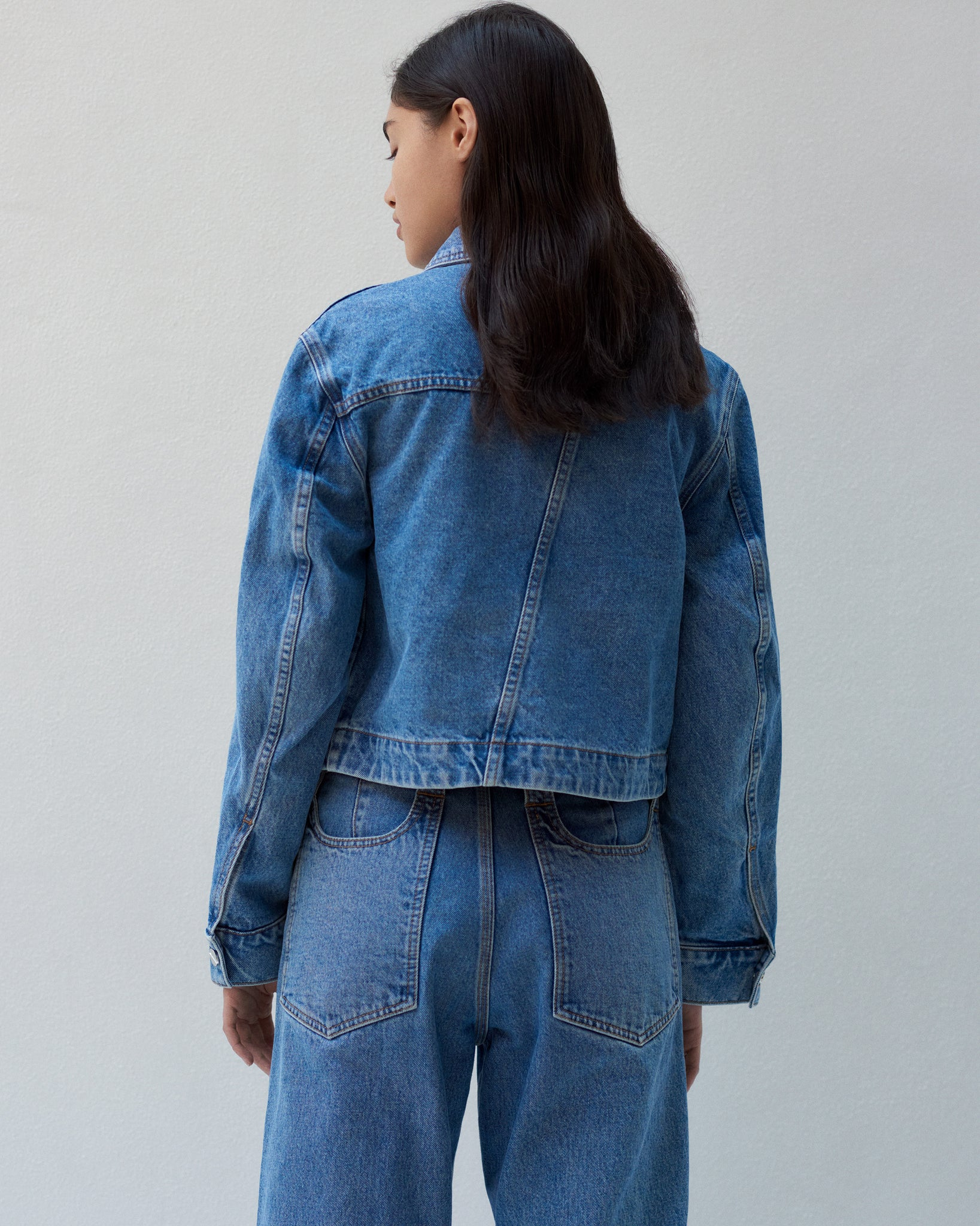 TRUCKER JACKET IN CLASSIC DENIM