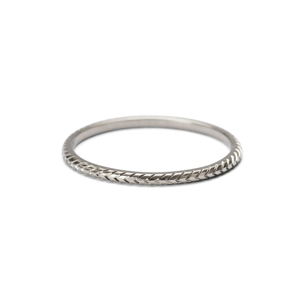 Whole feathered ring - white gold