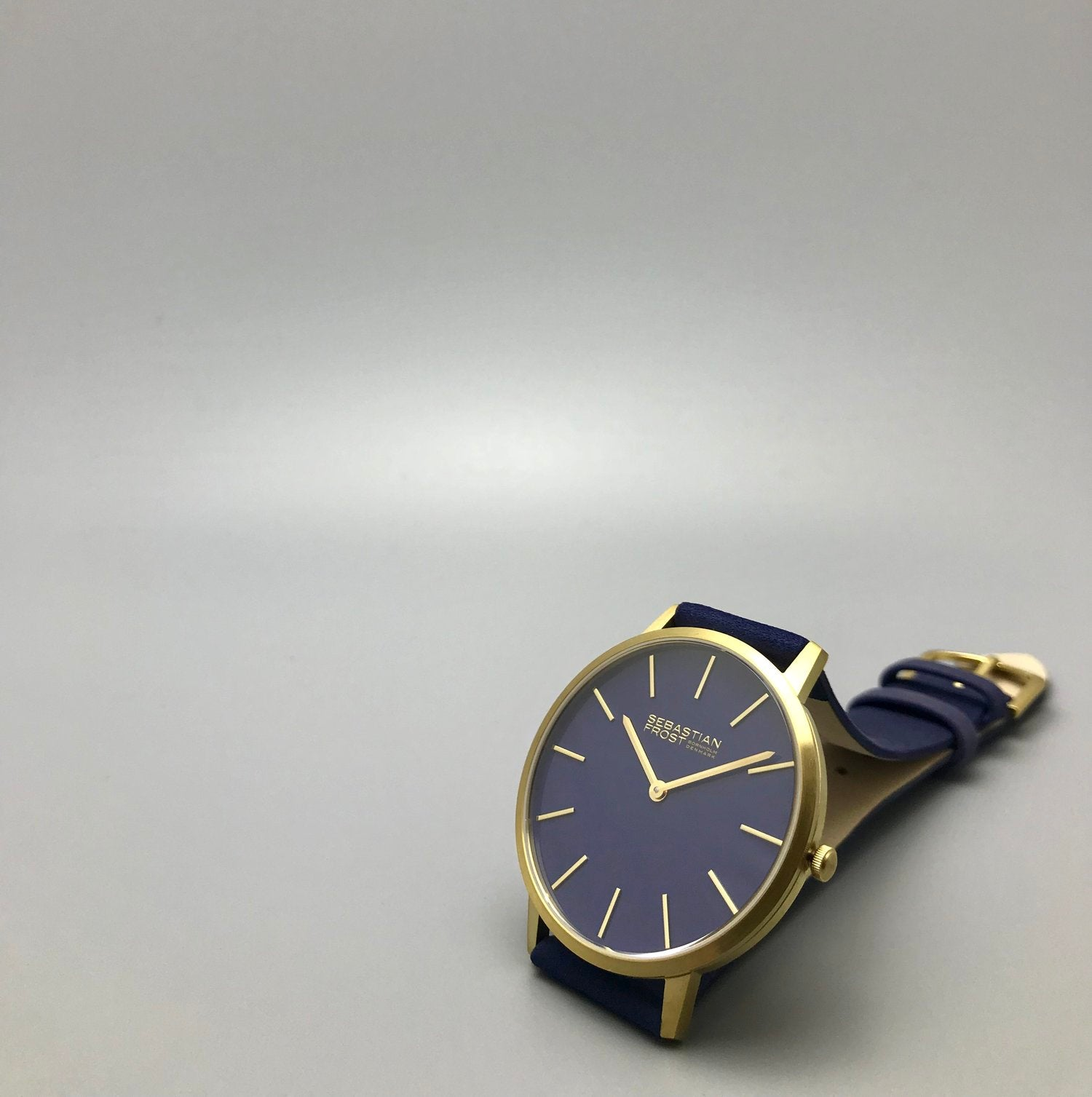 Premium Class Classic Look Watch Blue Gold Jewellery Timeless Design Swiss Mechanism Movement Sapphire Glass