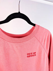 Crewneck rose « out of office »