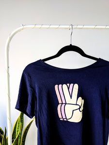 Le t-shirt « peace out »