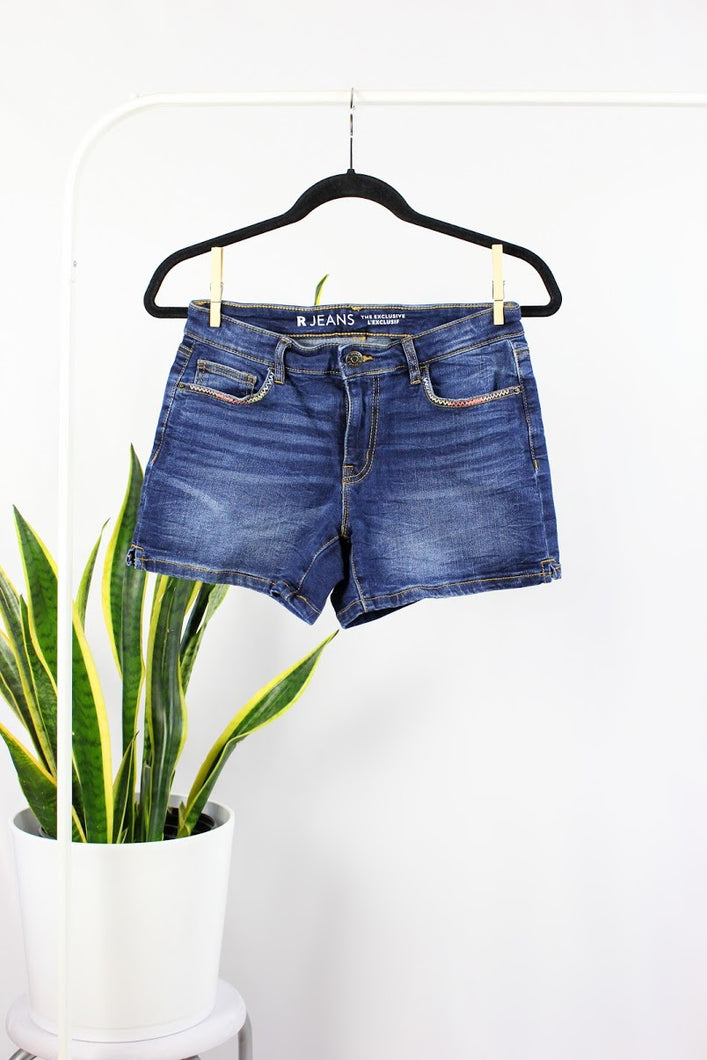 Short mi-long bleu jeans