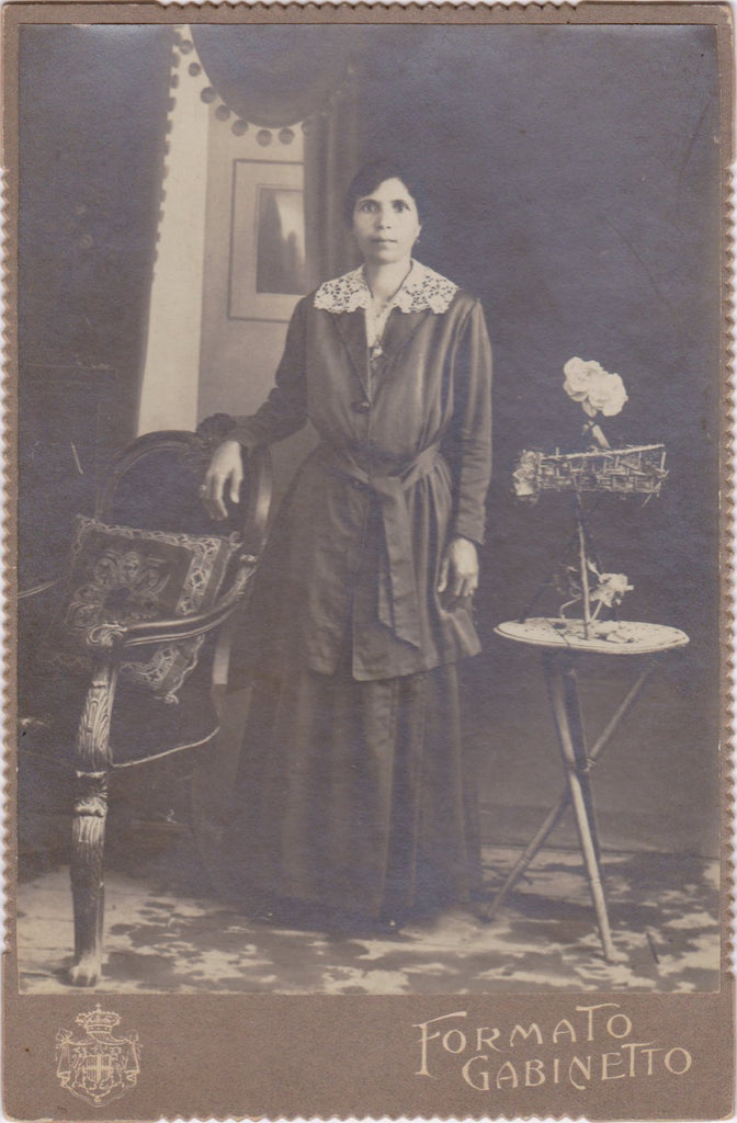 Formato Gabinetto- 1910s Antique Photograph- Italian Woman- Edwardian Portrait- Unusual Flower Arrangement- Cabinet Photo- Paper Ephemera