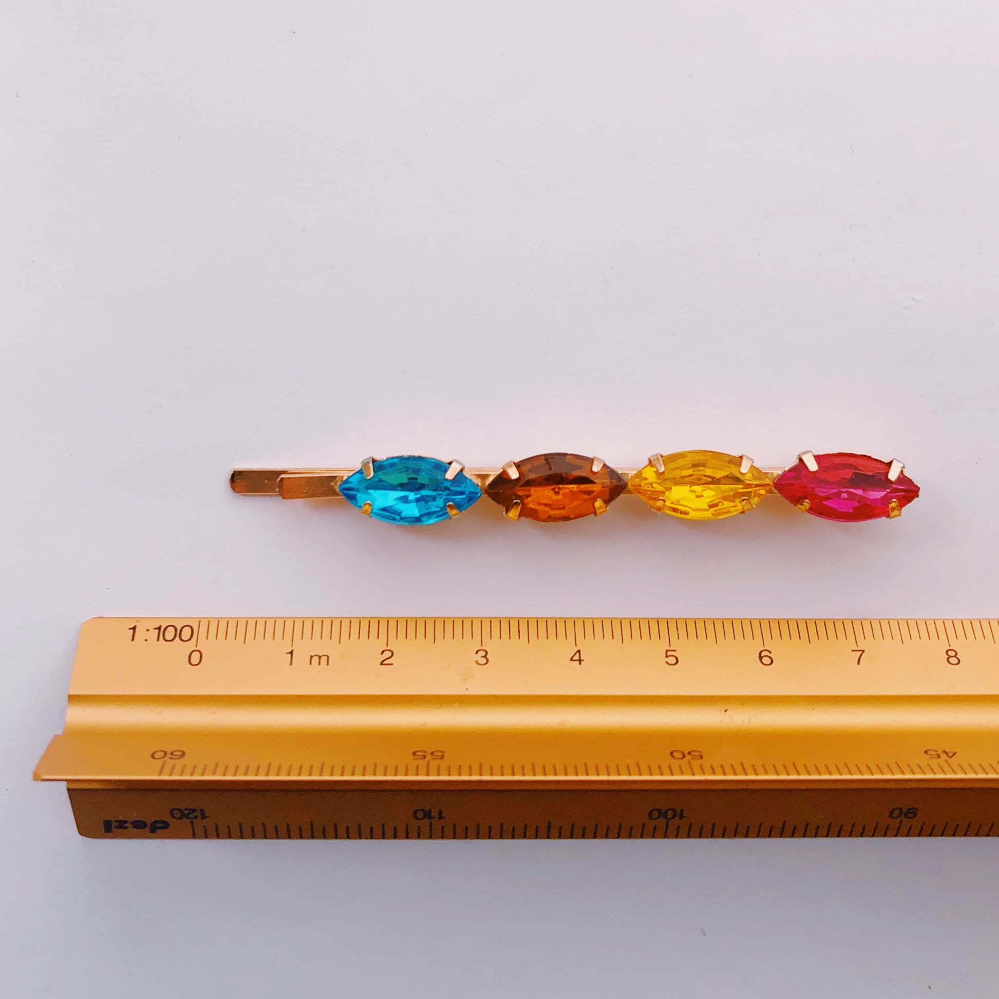 SURI clip in Rainbow Jewel