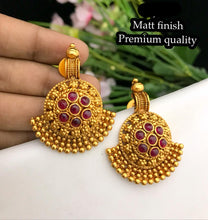 Load image into Gallery viewer, Chandbali Earrings