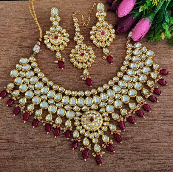 Heavy Kundan Choker Set With Earrings And Maang Tikka