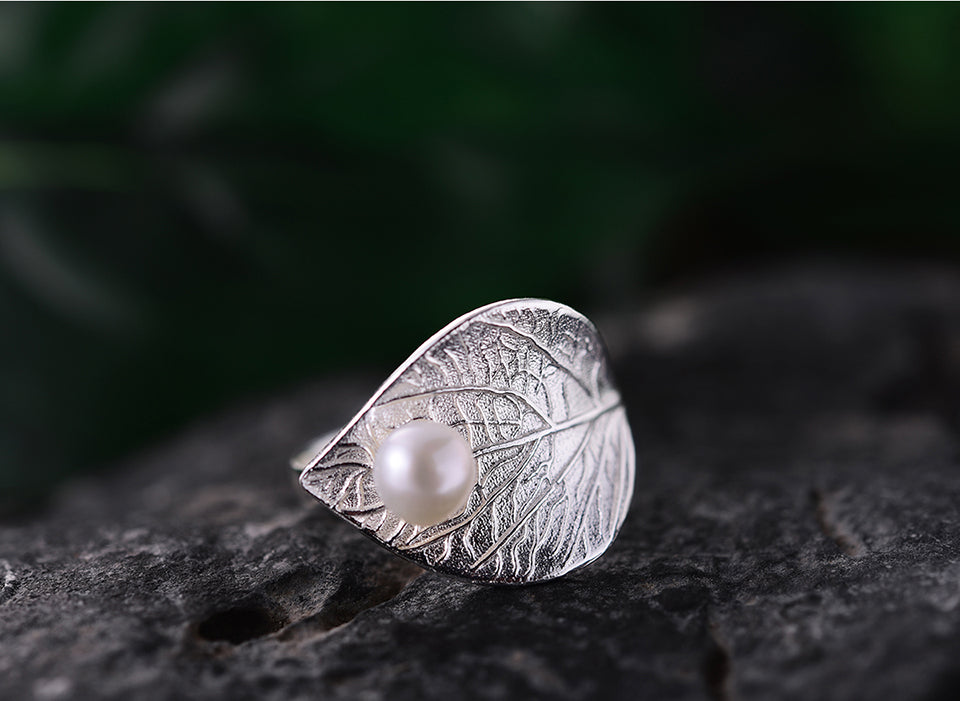 Handcrafted Morning Dew on a Leave with Fresh Water Pearl
