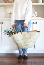 Load image into Gallery viewer, palm and leather shopping basket tote