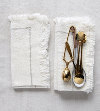 Load image into Gallery viewer, Creme Fringe Napkin Set
