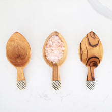 Load image into Gallery viewer, olive wood scoops perfect for spices and to gift for holiday or housewarming