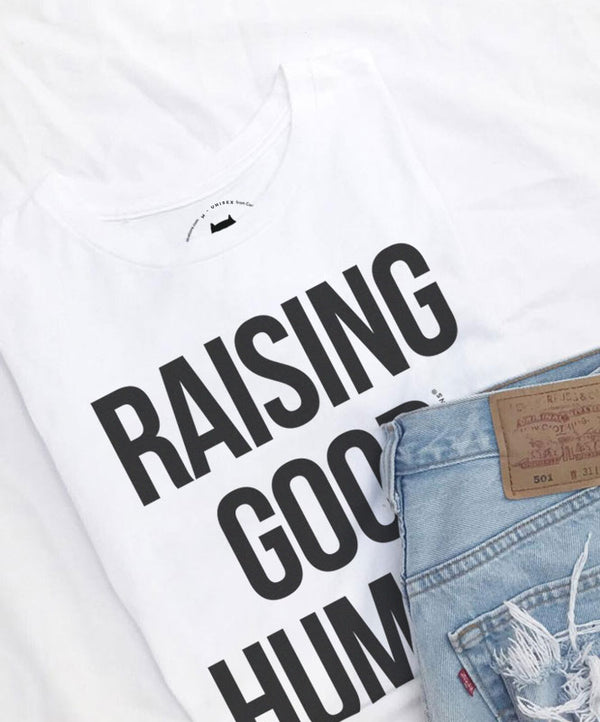 "T-shirt ""Raising Good Humans"""