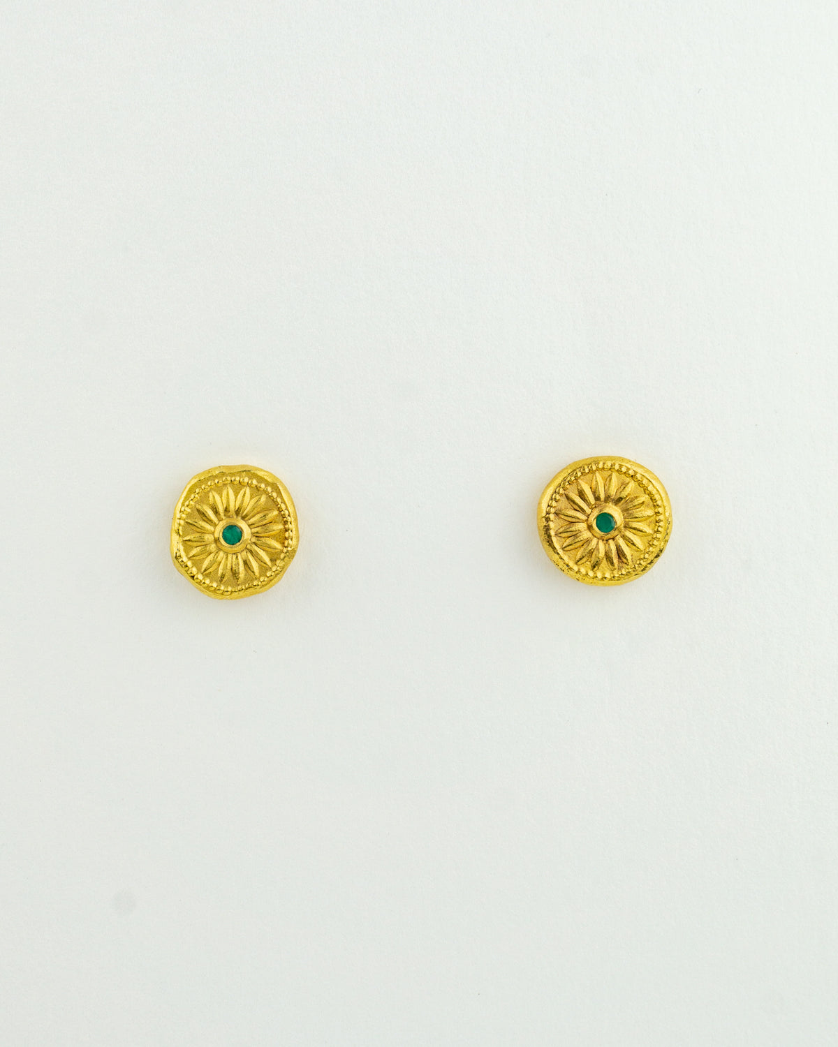 Flower Studs Chile w/ Emerald Colored CZ