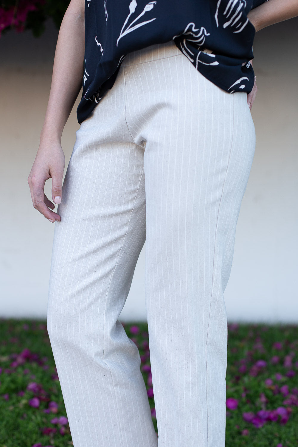 Cropped linen striped slacks with elastic waist