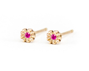 small flower stud earrings