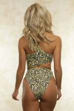 Load image into Gallery viewer, Blair Reversible Bikini Top - John and Suki