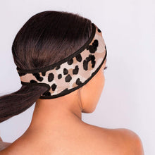 Load image into Gallery viewer, Leopard Microfiber Spa Headband