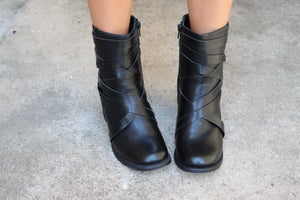 The Ravena black boot