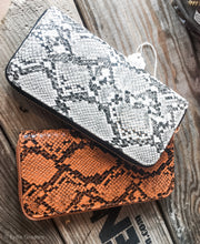 Load image into Gallery viewer, Snakeskin wallets