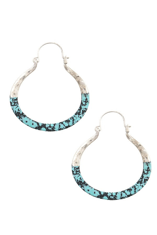 Two tone hammered accent earring