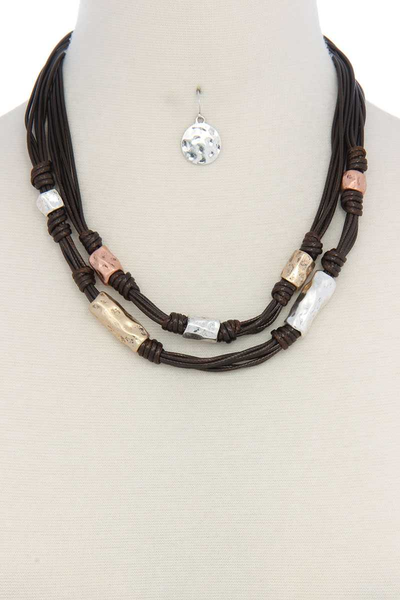 Leather hammered metal short necklace