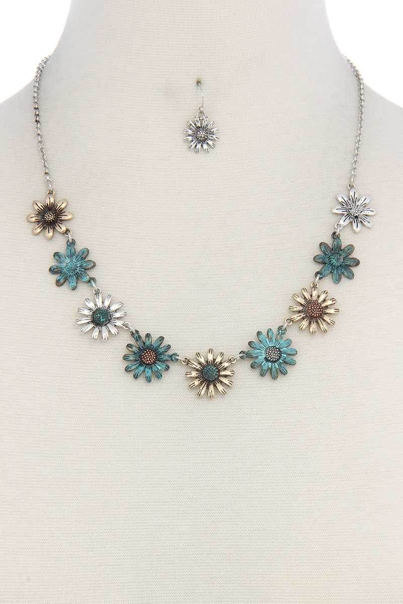 Metal flower short necklace