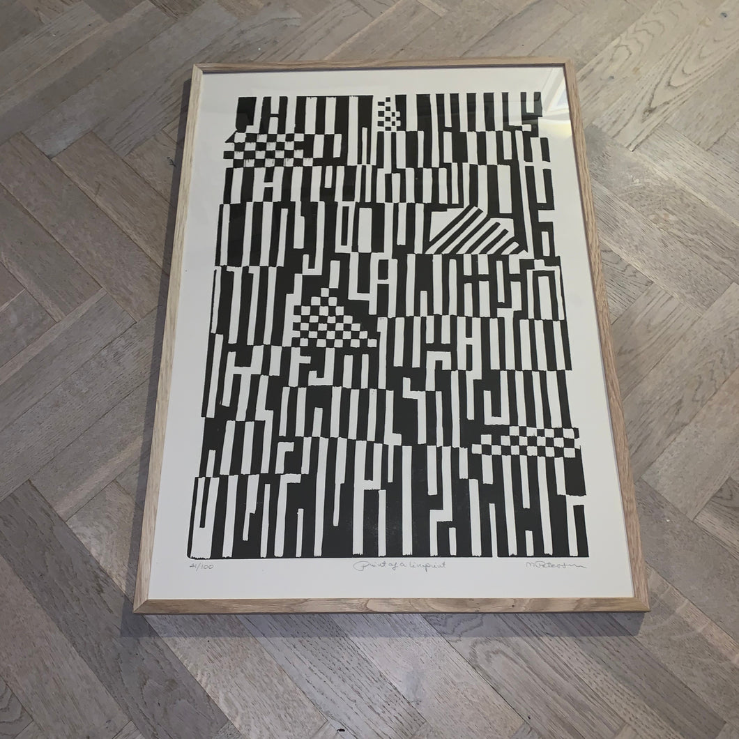 Monika Petersen  - Linoleum sort/creme (50x70)