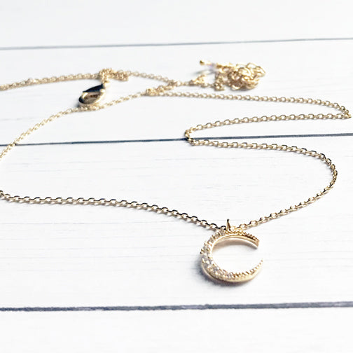 Dainty Crescent Moon Gold Necklace | FENNO FASHION | Megan Fenno