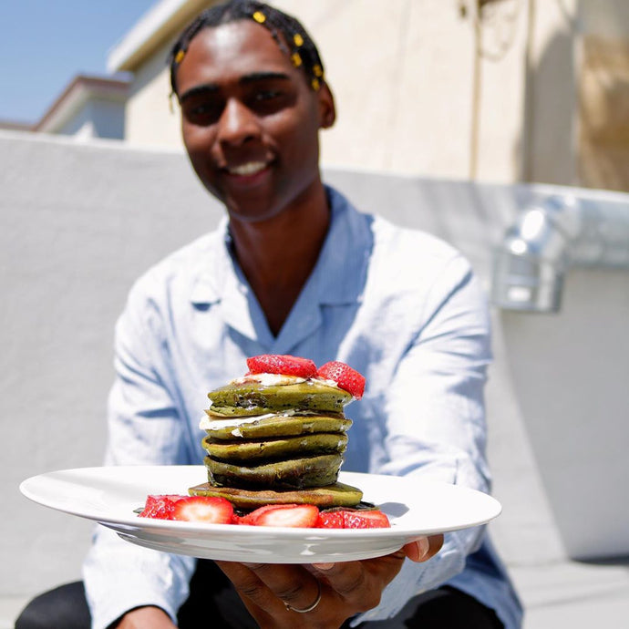 Use The Zulay Matcha Powder To Make Vegan Pancakes For Brunch Like Willie Javier Sparks!