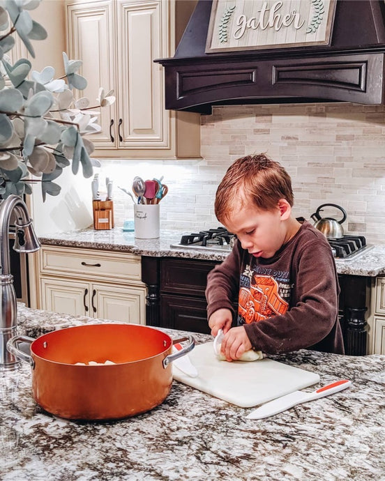 Get Comfortable like Jennifer on the Zulay Kid's Knife Set!