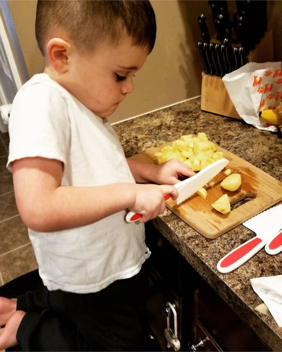 Gina's Little Cook Uses The Zulay Kids Knife Set!