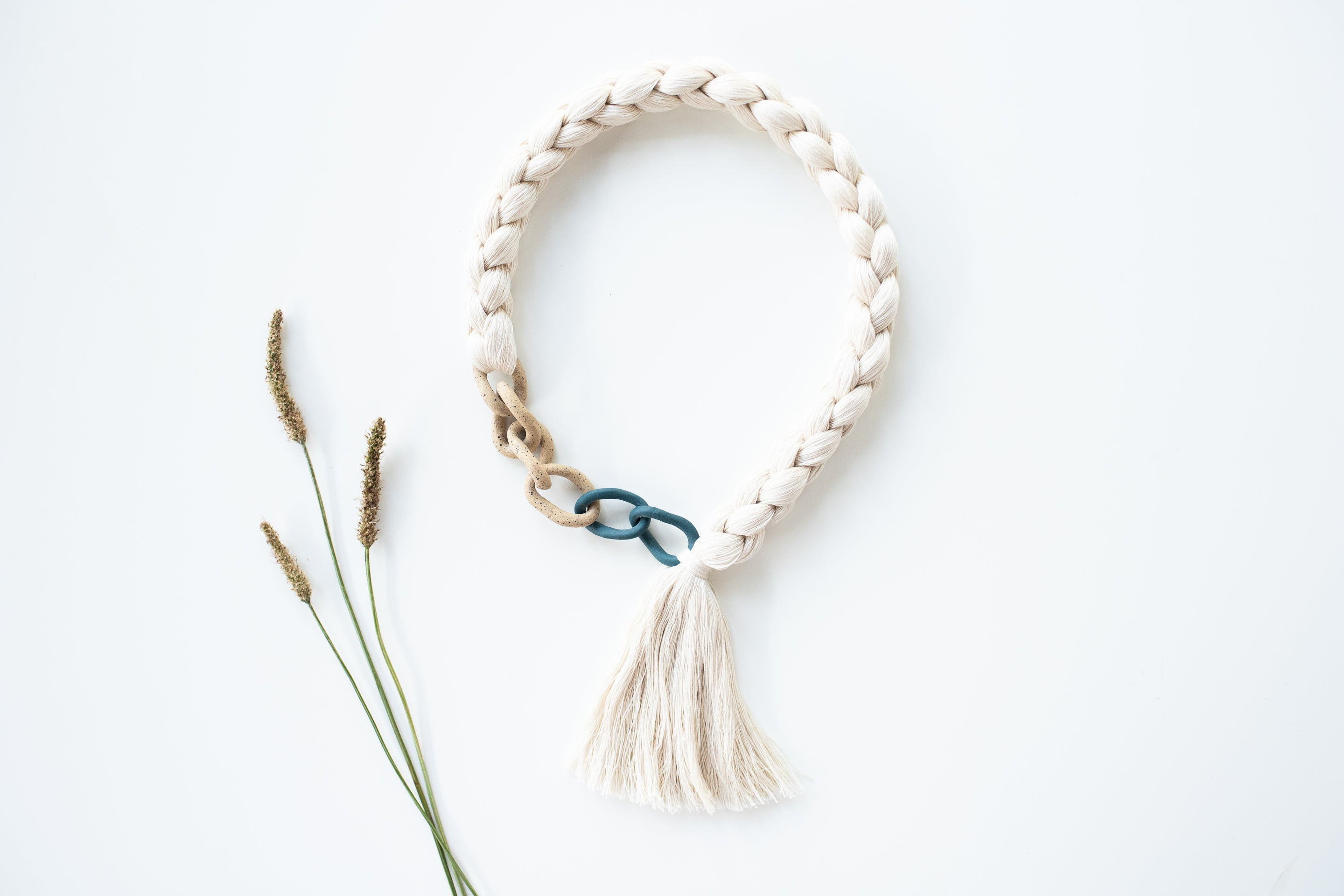 Barrow Curb Tassel Ceramic Necklace
