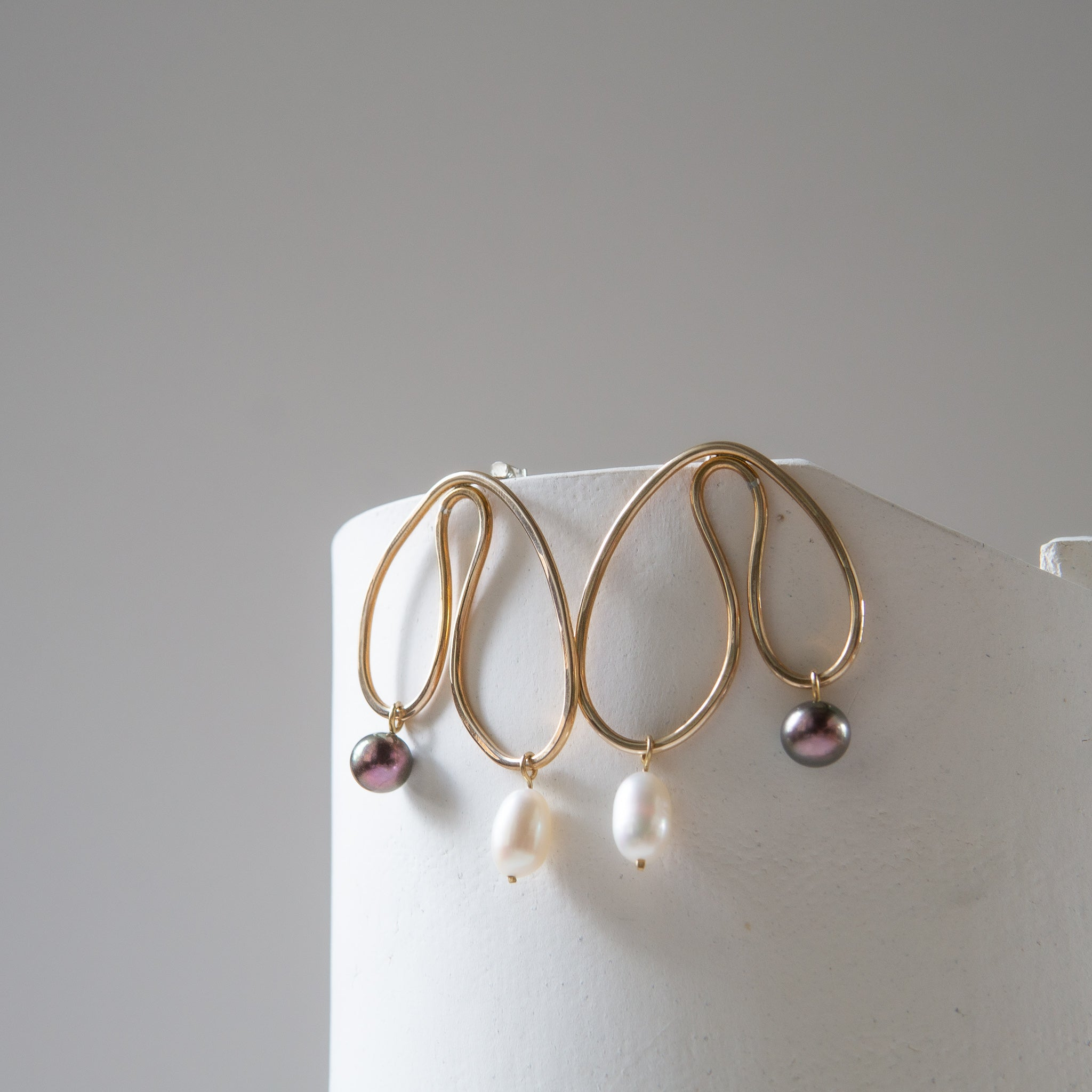 Kari Phillips: Gingillo Earrings No. 8