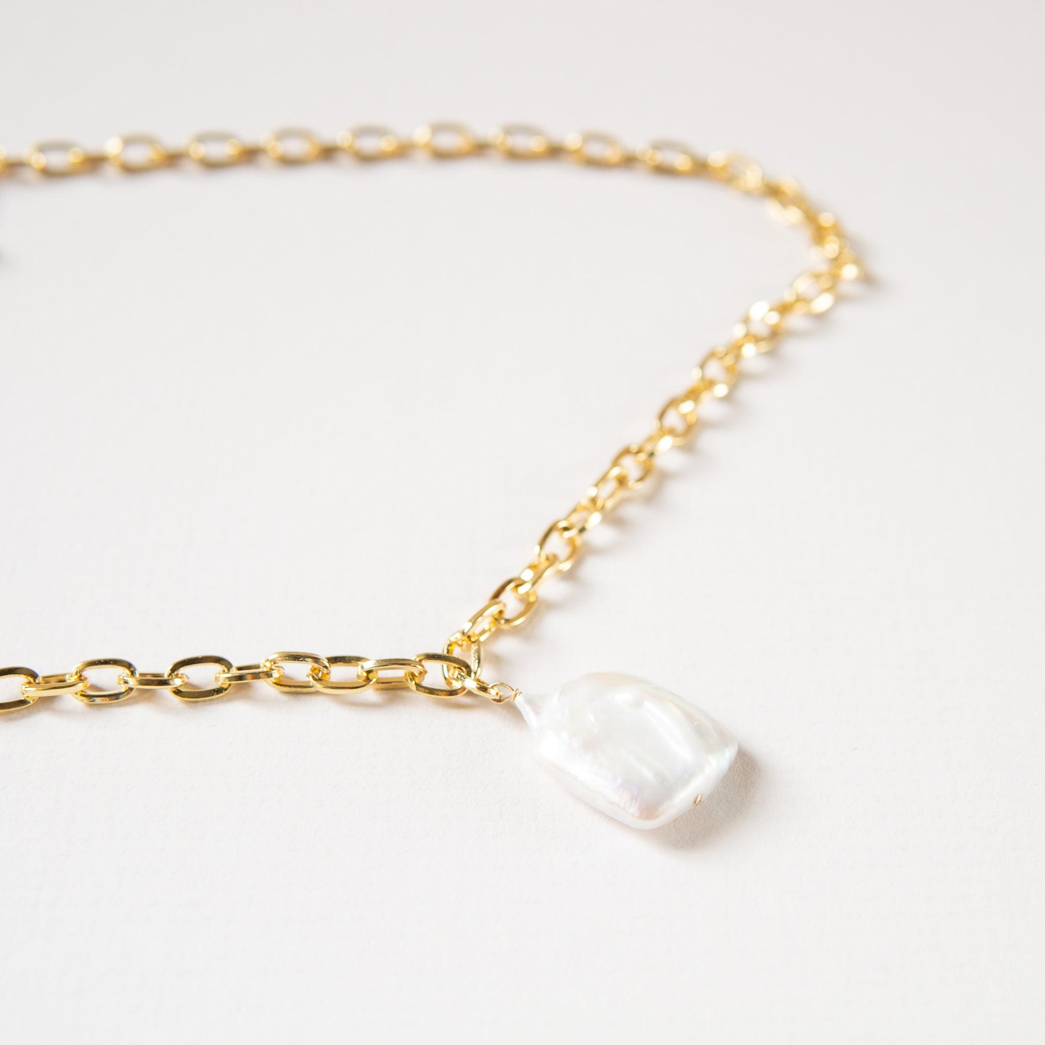 Maslo: Square Pearl Necklace