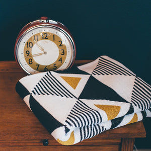Seek and Swoon: Envie Throw