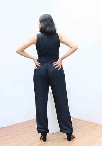 High neck sleeveless jumpsuit