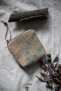 Pini-mini pouch | blue flowers on jute