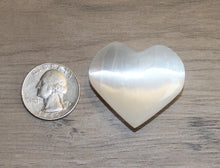 Load image into Gallery viewer, Selenite Hearts