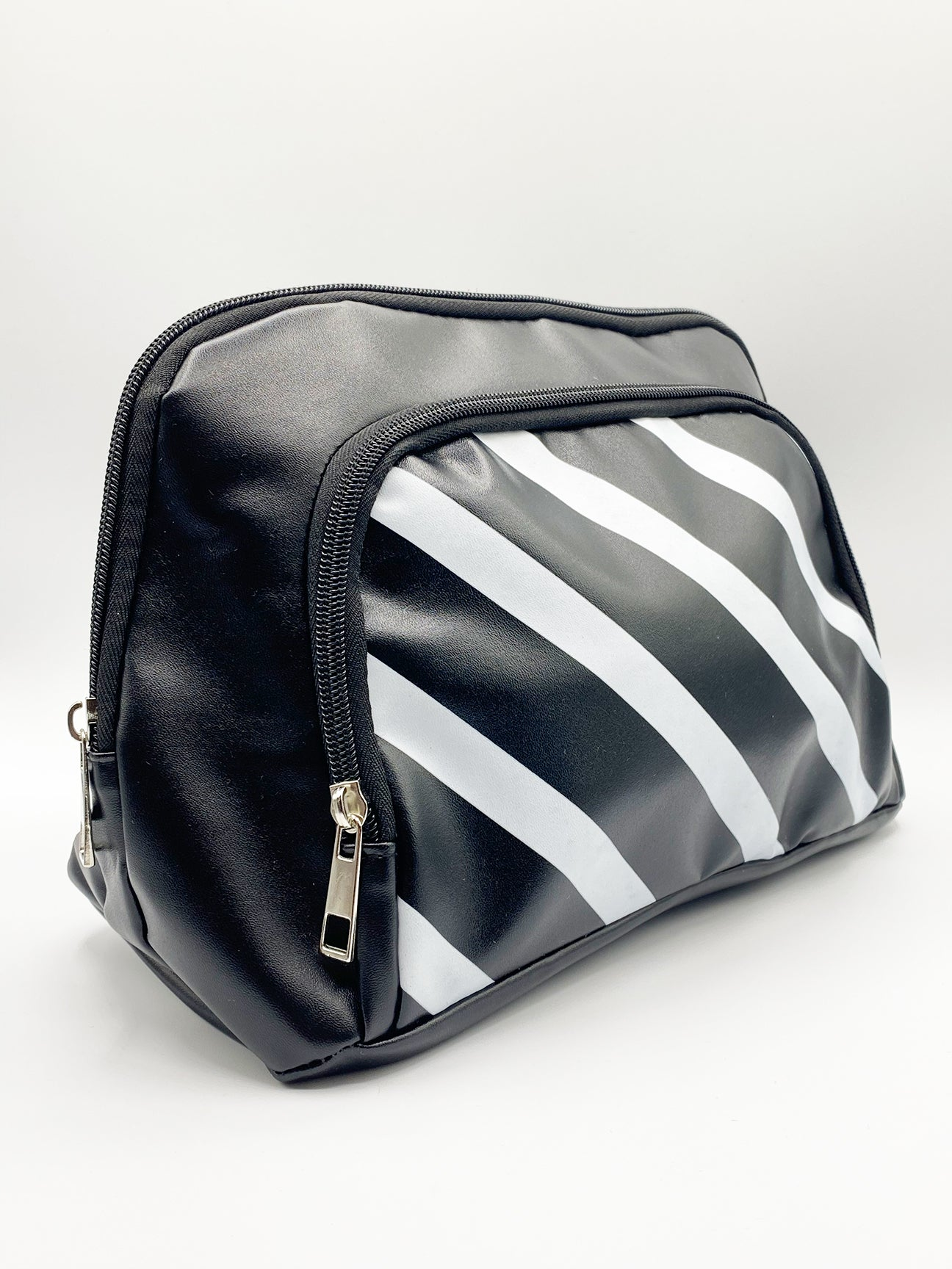 Shiloh Cosmetic Bag With Front Pocket In Black