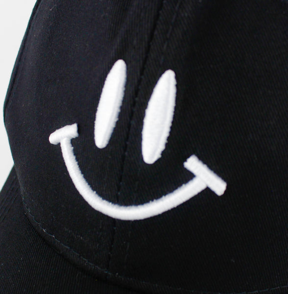 SMILEY EMBROIDERED SNAPBACK - svnx