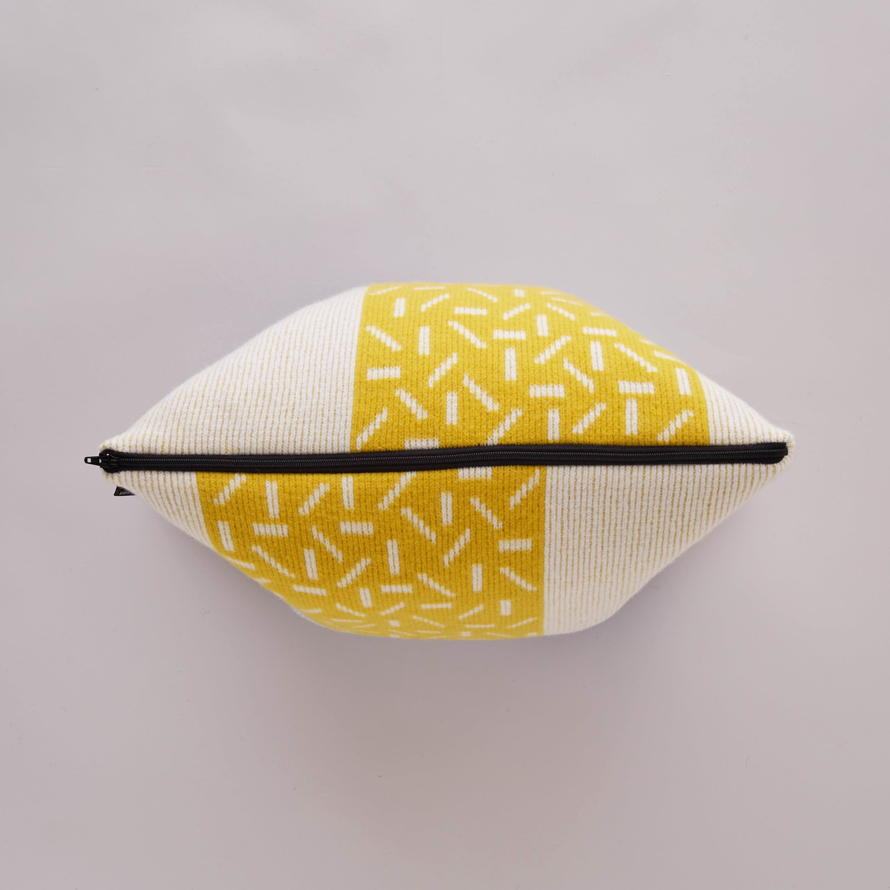 ETTO CUSHION IN YELLOW AND BLUE