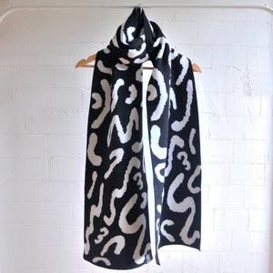 WIGGLE SCARF WIDE IN BLACK AND WHITE