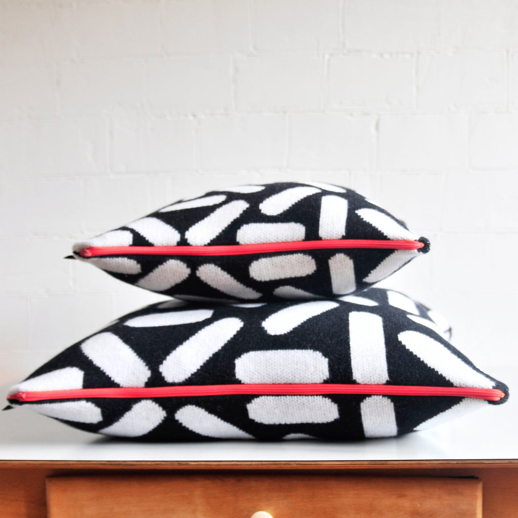 TIC-TAC CUSHION IN BLACK AND WHITE