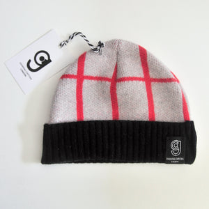 GRID BABY HAT IN GREY AND RED
