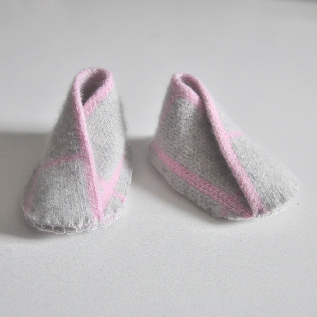 GRID BABY BOOTIE IN GREY AND PINK