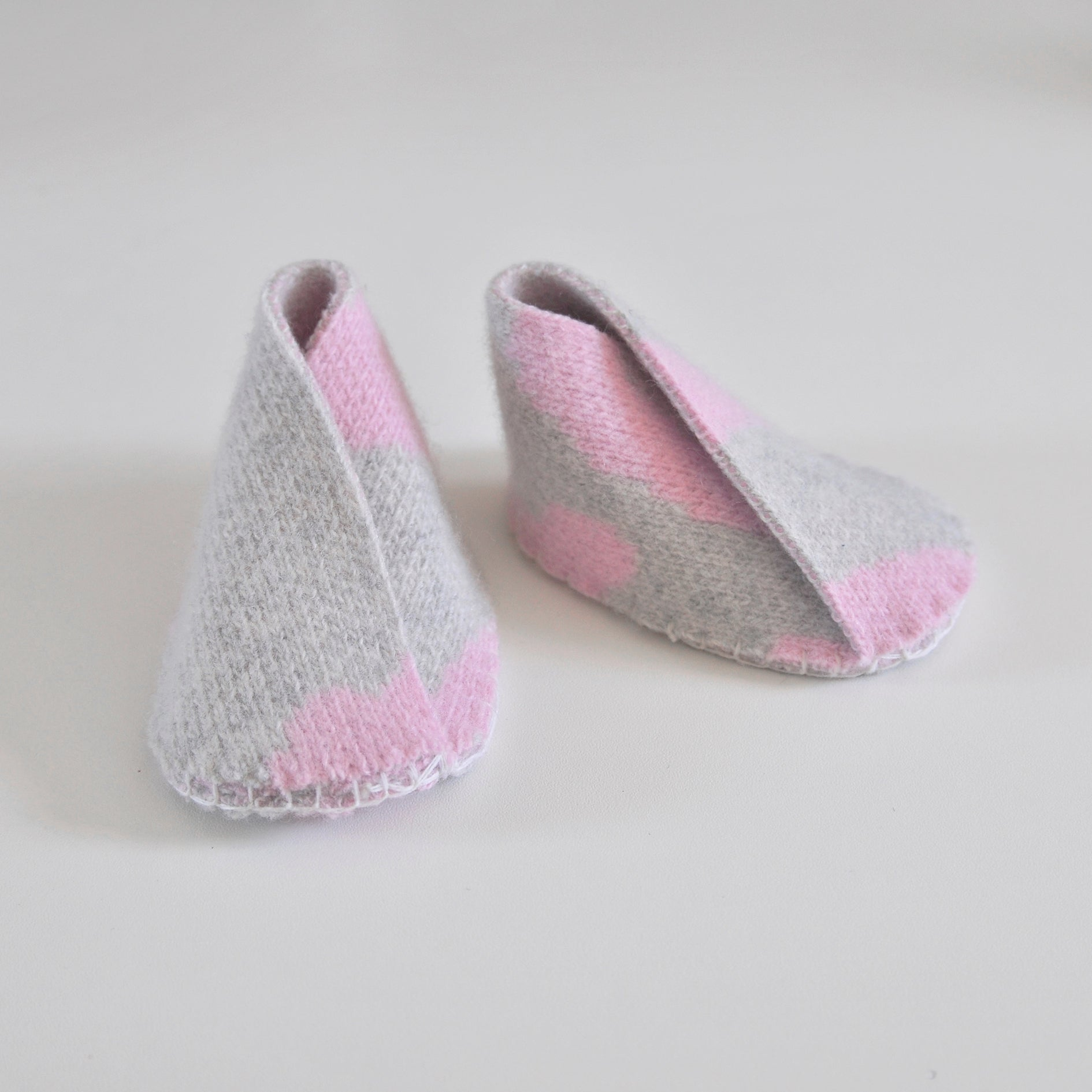 WIGGLE BABY BOOTIE IN GREY AND PINK