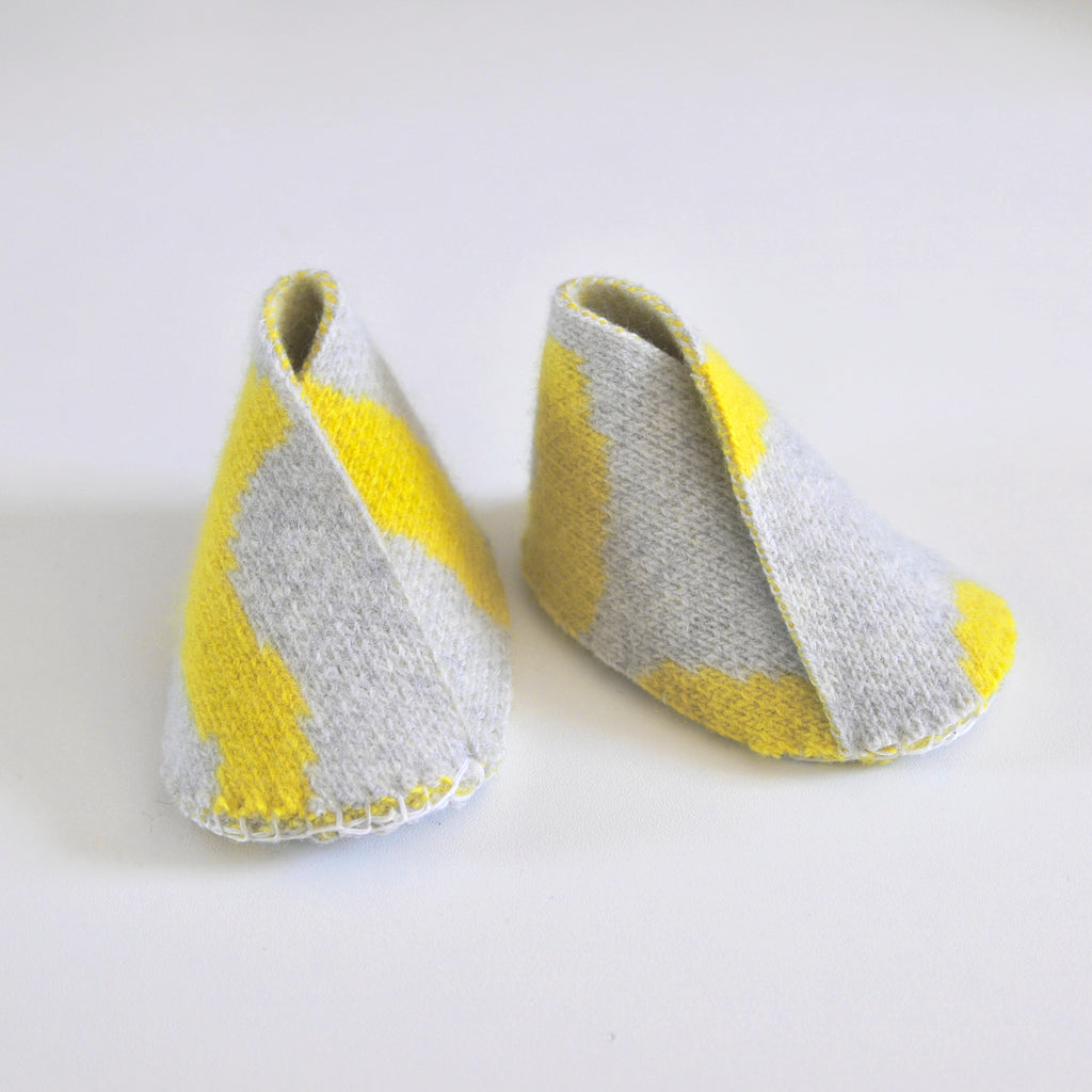 WIGGLE BABY BOOTIE IN GREY AND YELLOW
