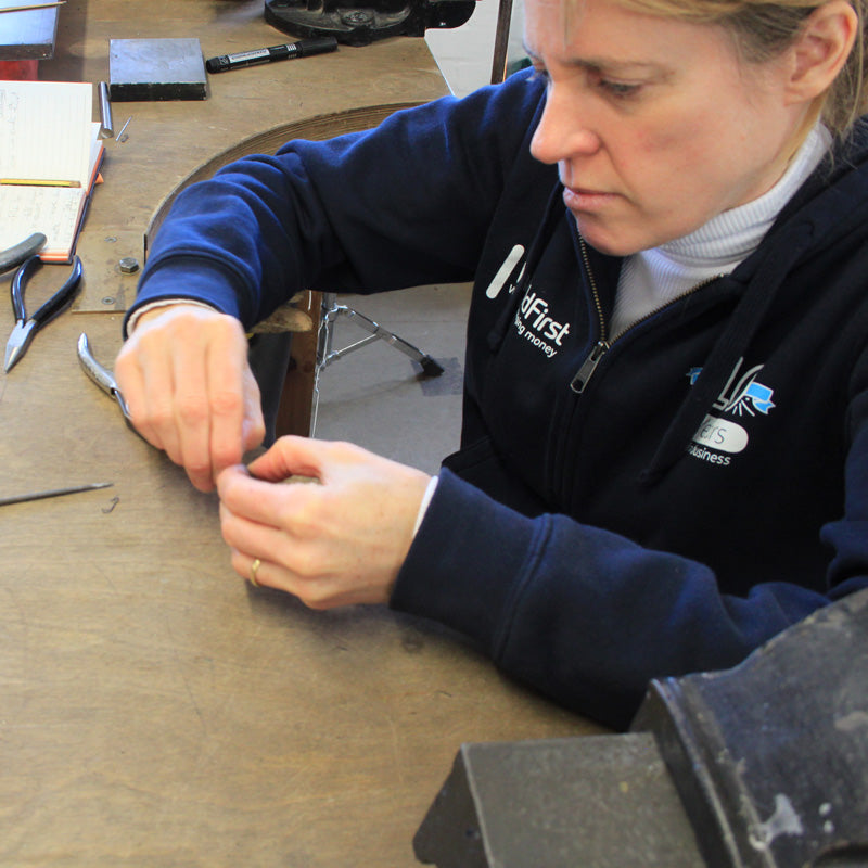 Tamara Russo Gill<br>Silversmithing Tuition Workshop / Hotbenching