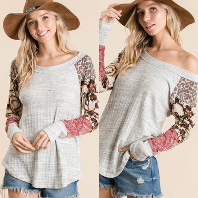 Solid top with patterned sleeves
