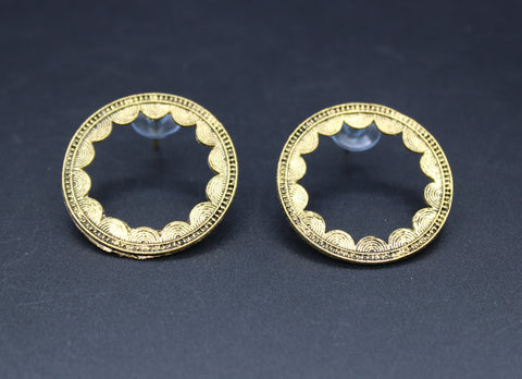 Earrings(Gold Toned Round Shaped Earring)