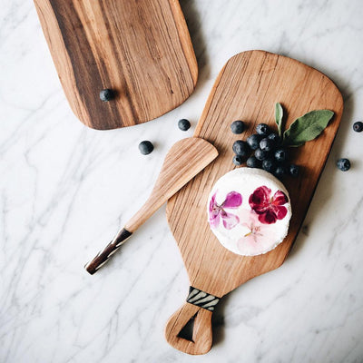 WILD OLIVEWOOD CHEESEBOARD WITH BONE HANDLE